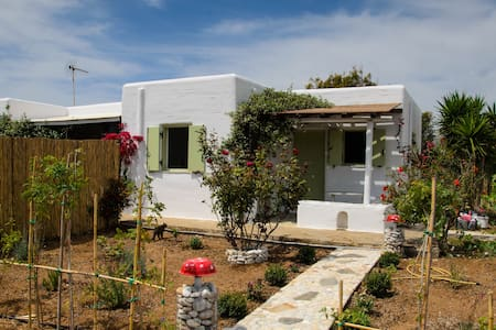 Quiet studios close to the beach - Tsoukalia