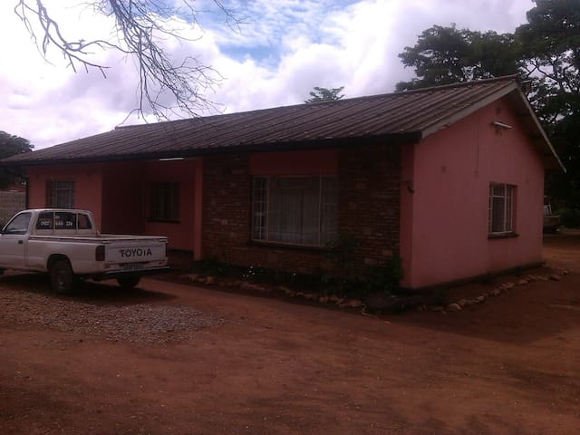 Buluwe Backpackers - Lusaka - Hus