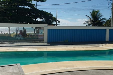Cobertura duplex em condomínio com piscina