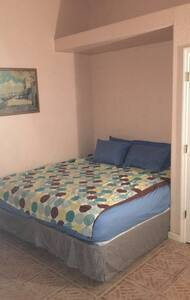 King bed in central location!! - Pinellas Park