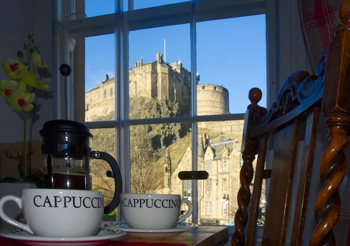 Stunning Castle View Apartment at Porteous Pend - Edinburgh - Flat