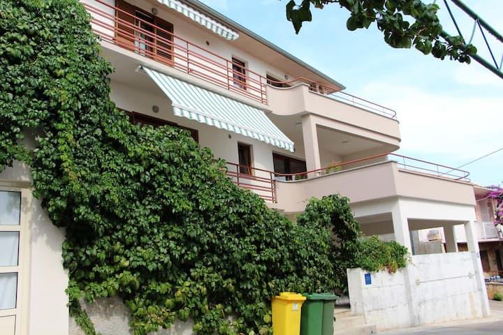 Appartement d'une chambre avec la terrasse Tisno, Murter (A-5106-d)