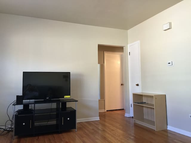 Amazing New 2BR Apartment in Chicago West Suburb