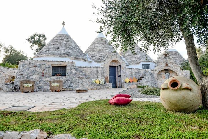 Trullo Pasqua- Trulli li Serre,trulli villa with heating, A/C, garden