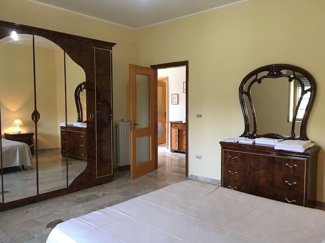 """B&B """"Aduepassi"""" camera privata in appartamento - Torano Castello - Bed & Breakfast"""