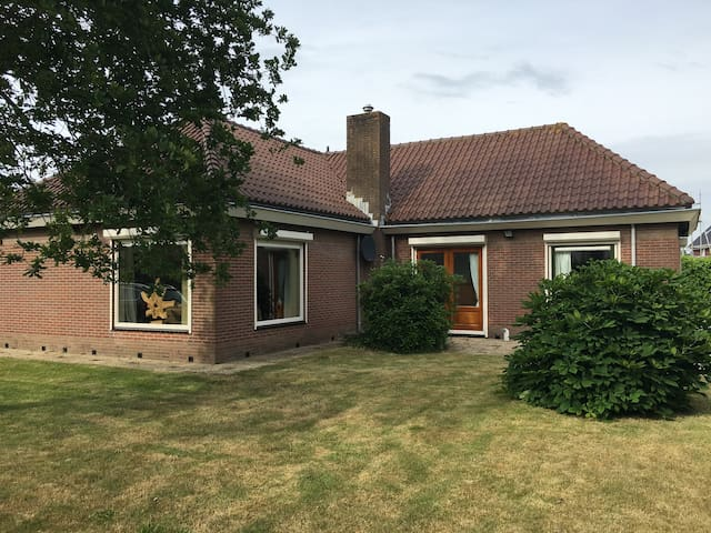Beautiful detached house in Schoorl, near dunes. - Schoorl - House