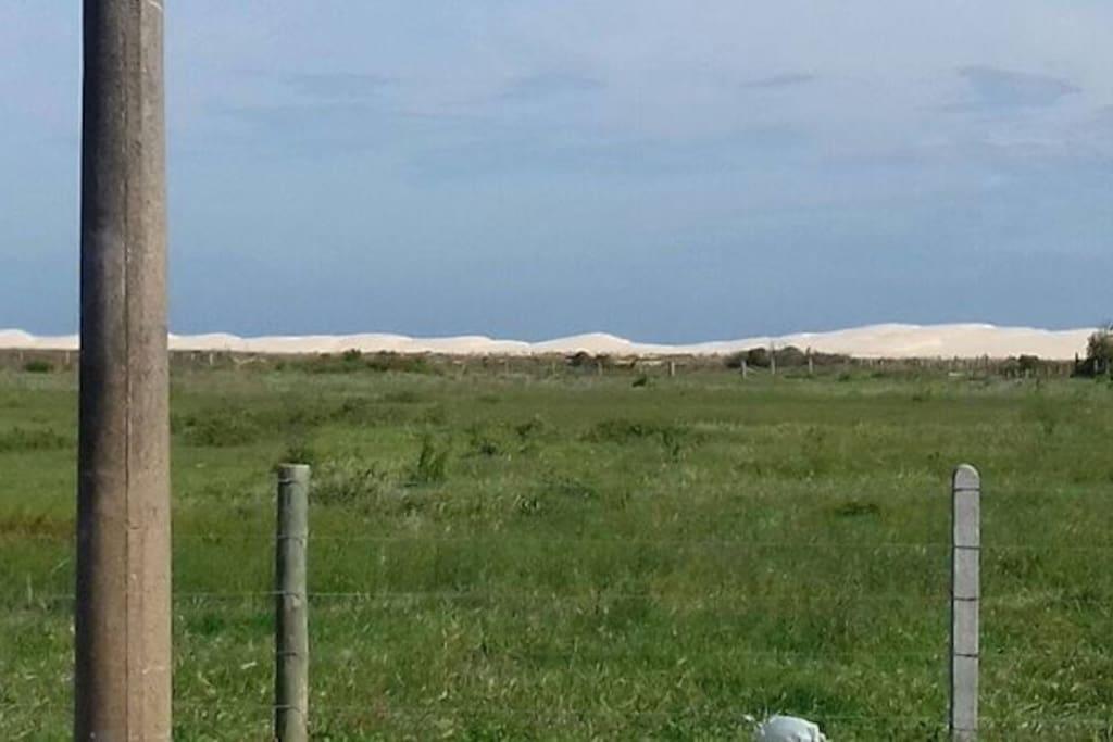 Maiores dunas de SC com acesso pela vegetação nativa, atras tem uma praia 100% preservada