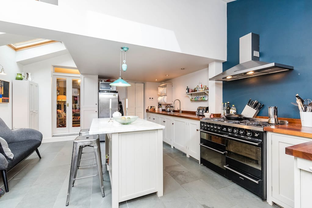 Huge, modern, fully equipped kitchen