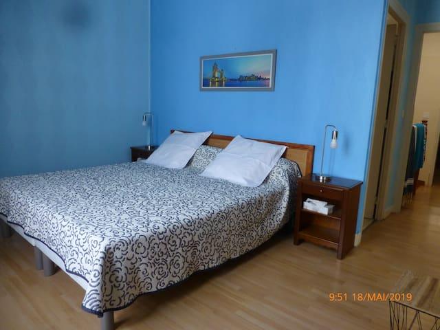 Chambre - lit King size (180 en 2 x 90 cm)