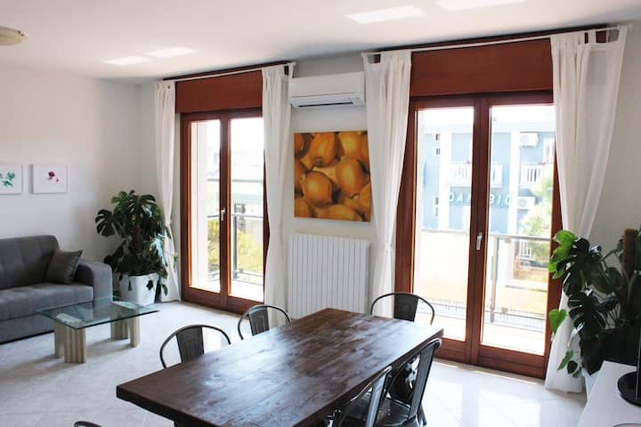 Newly renovated apartment 150m from the beach