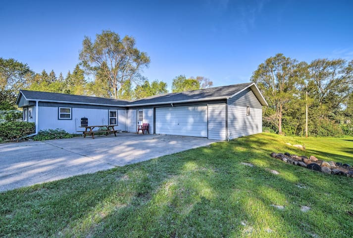 Cozy Downtown Fairview Home Near River & Hunting!