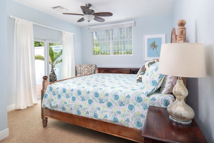 Ground floor bedroom with a king-sized bed.   Wake up every morning to the amazing view of a beautiful pool and mesmerizing turquoise Bahamian water!