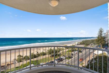 Fully Renovated 3 bedroom Beach Front Moroccan 313