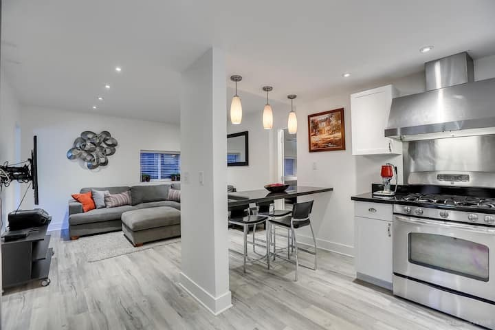 Cozy 2-Bed, Private Suite w/ Wi-Fi, Laundry & AC