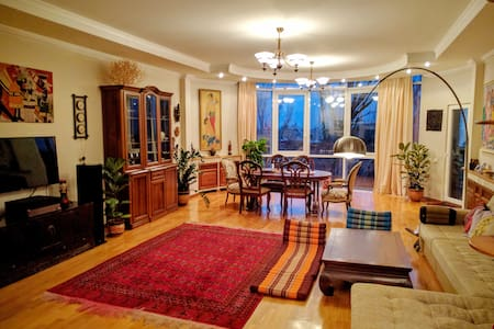 Spacious 4BR apartment in Almaty's Golden Square - Almaty