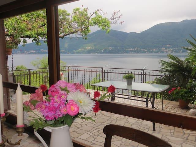 Seeblick Monte Sole, ein Traum für Zweisamkeit - Porto Valtravaglia - Apartament