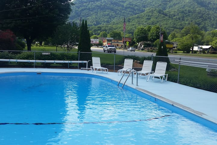 Two bedroom unit in Maggie Valley no cleannig fee