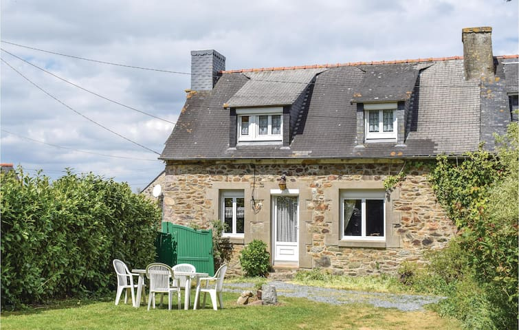 Semi-Detached with 2 bedrooms on 90 m² in Le Faouet