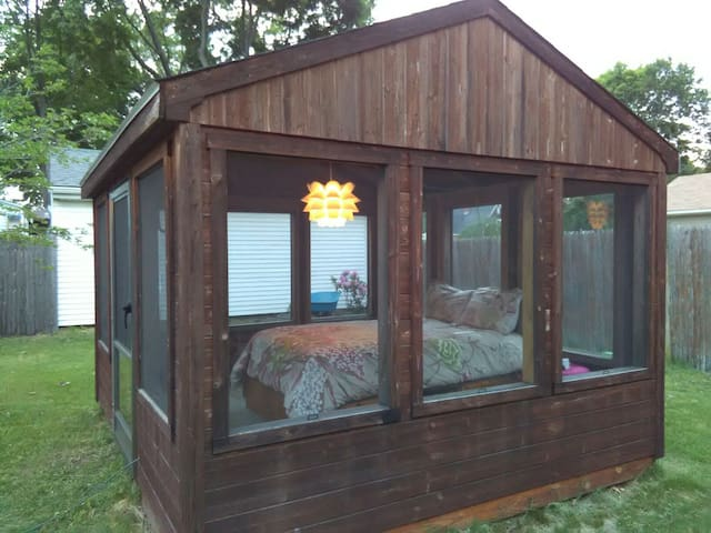 Tranquil Backyard Glamping - Warwick - Outro