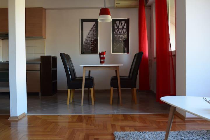 Bizz Apartment