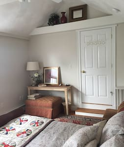 Private Room off Derby St. - Salem - House