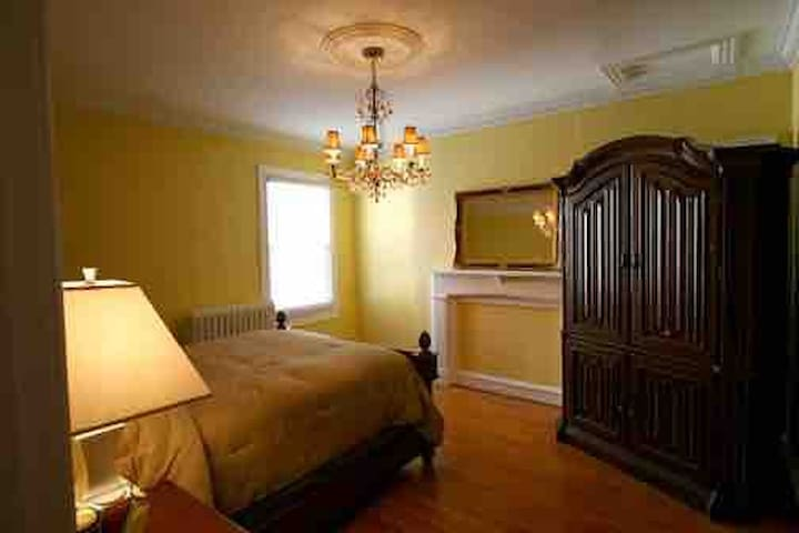Furnished Room- 2 blocks from DC Convention Center