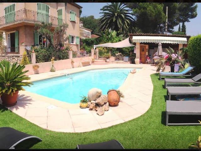 Superbe 3P dans belle villa avec piscine - Mougins - House