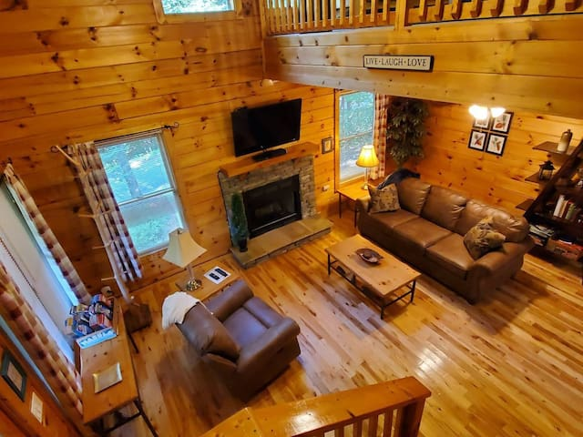Spacious cabin - Pigeon Forge area- relaxing & fun