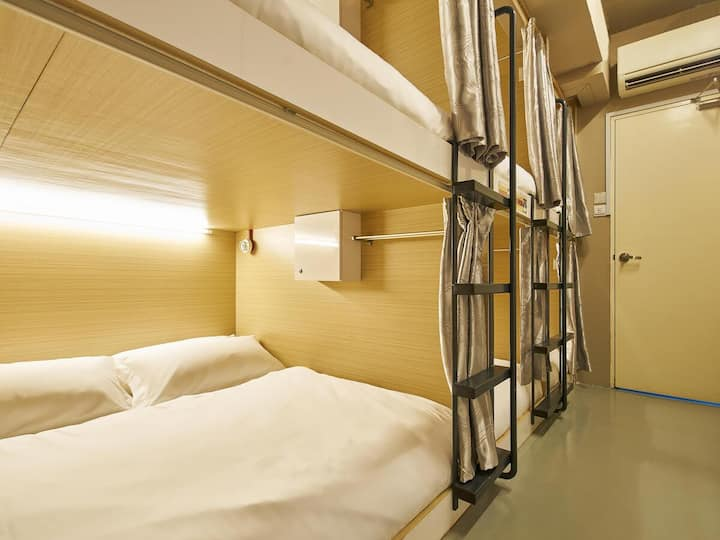 3 Capsule Beds in Mixed Room