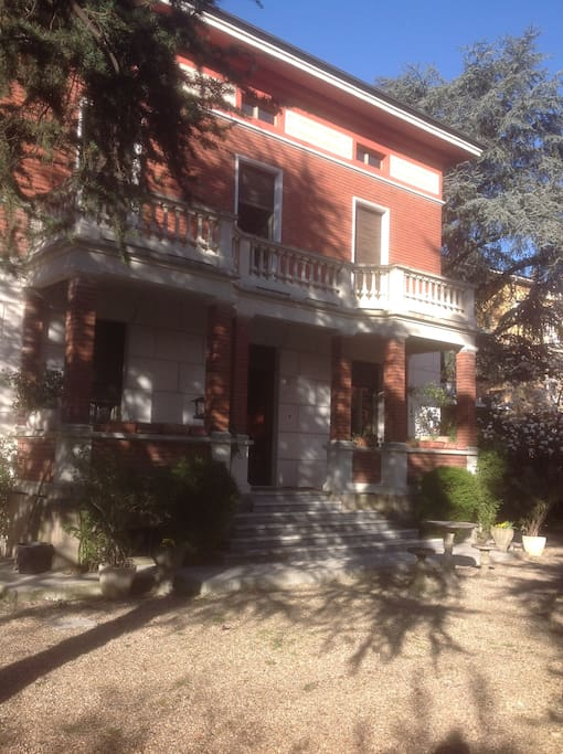 Villa Ilaria giardino anteriore