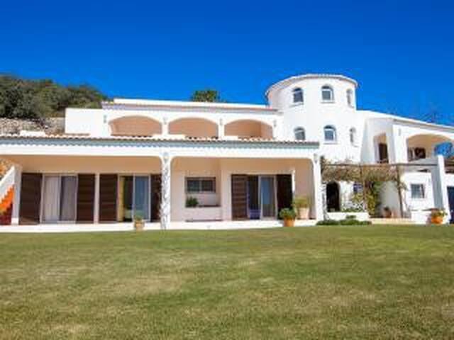Beautiful and Private Algarve Villa