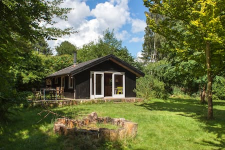 Super neat small cottage on stunning plot - Kabin