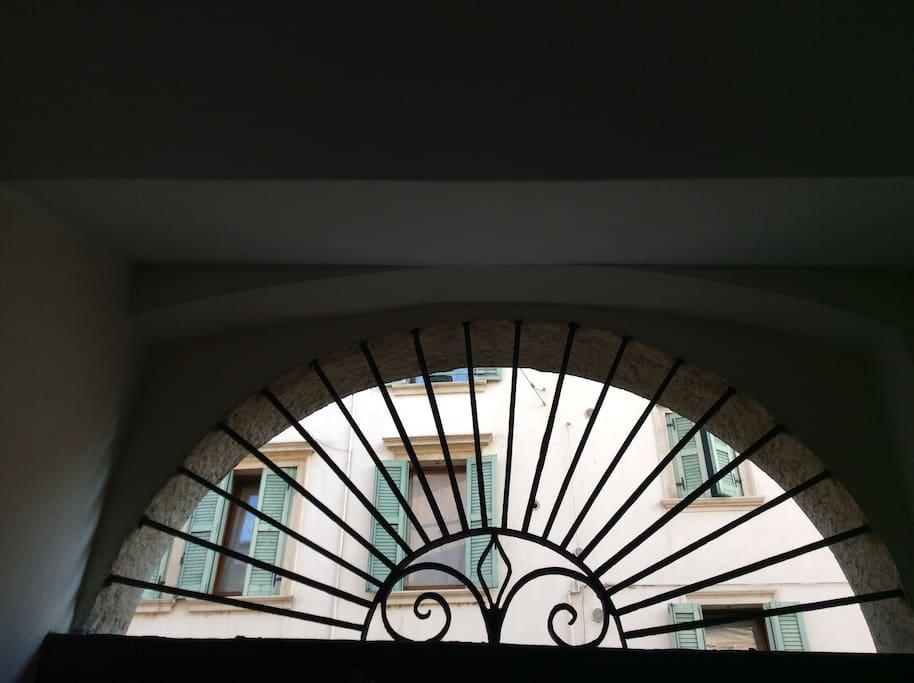 dettaglio portale ingresso palazzo