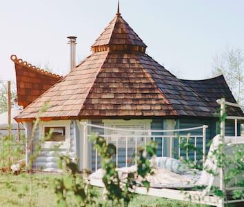 Scandinavian Lavvu with private hottub & sauna