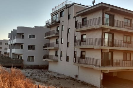 Ocean Front Condo Building in So. Seaside Pk,NJ - Társasház