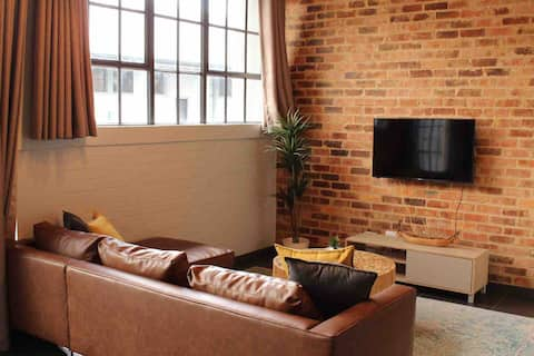 Trendy Johannesburg Loft (WiFi and Netflix)