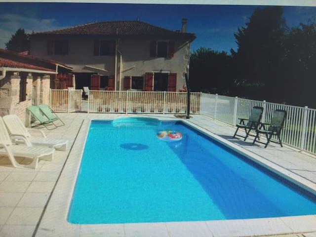 Le Beau Paysage Gite in Poitou-Charente - Bernac - Casa de huéspedes