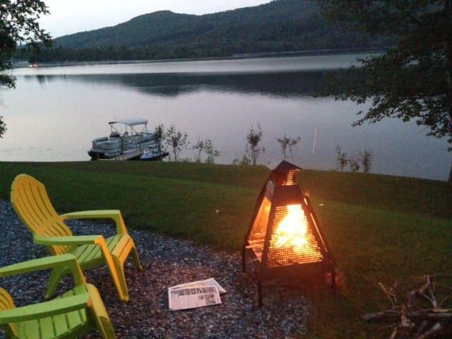 Chalet au Lac Pohénégamook au bord de l eau