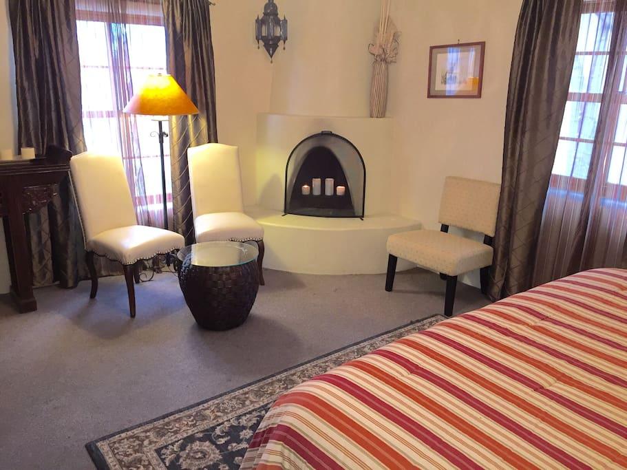 New moon at casa de tres lunas boutique hotels for rent for Casa in stile santa fe