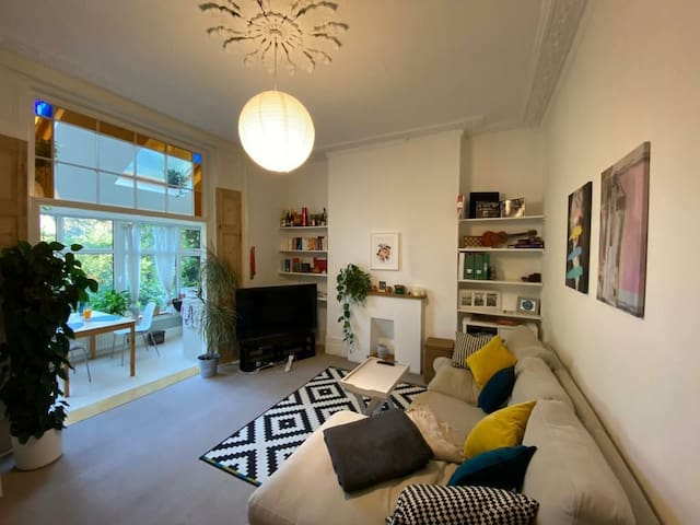 Bright one bedroom flat with livingroom