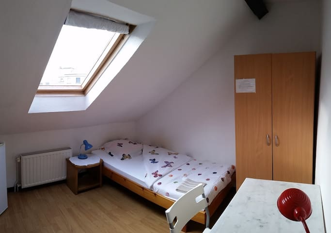 CHAMBRE MEUBLEE - Centre Vichy WIFI - Vichy - Appartement