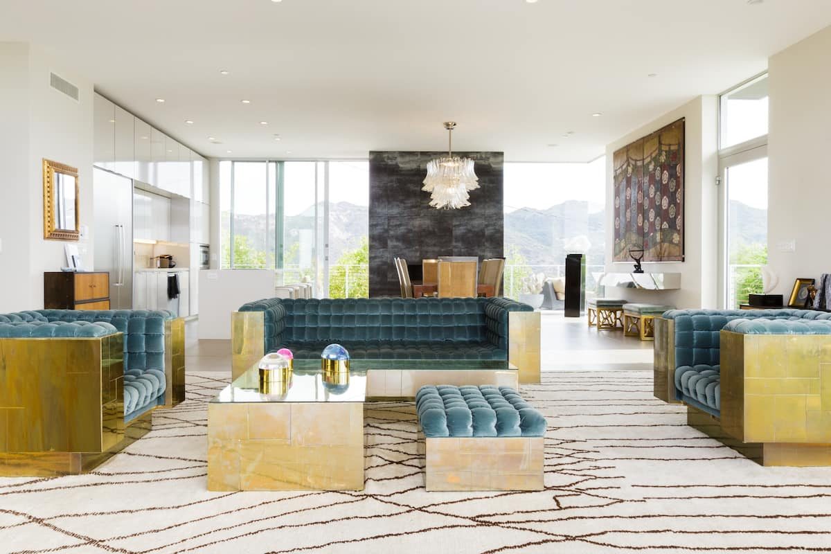 Breathtaking Views and Glamour in Architectural Modern Home