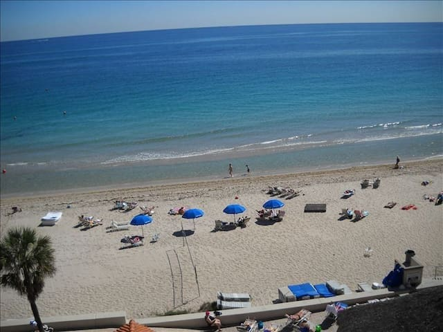 Great 1/1 Apartment - Right on the beach