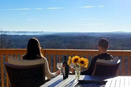 Newly Renovated Serenity Ridge Cabin-Helen, GA