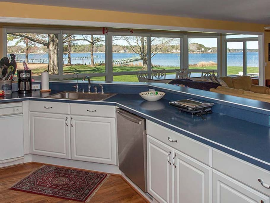 A gourmet kitchen with endless views.