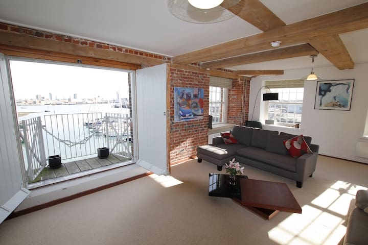 Grade II Listed Luxury Apartment with Sea Views - Gosport - Byt