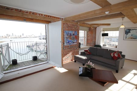 Grade II Listed Luxury Apartment with Sea Views - Gosport - Apartamento