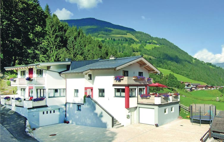 Holiday apartment with 4 bedrooms on 108 m²
