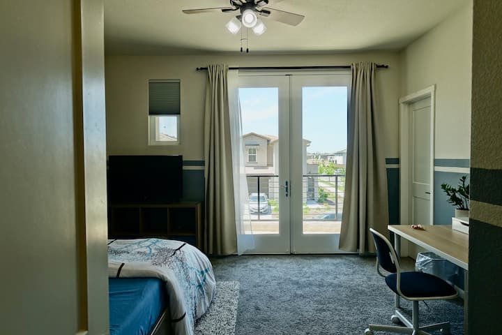 Private bedroom # 2 - 15mins to downtown/airport