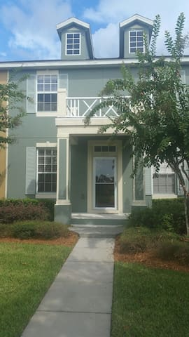 East Orlando Townhouse in Downtown Avalon Park - Orlando - Casa